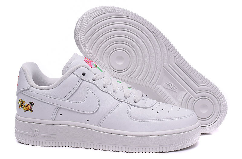 air force one rouge et blanche femme courir